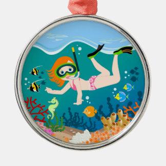Mädchenschwimmer hat ein Geburtstags-Party Silbernes Ornament