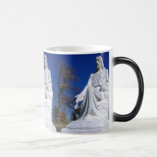 Magische verwandelnde Tasse Magie-erscheinende