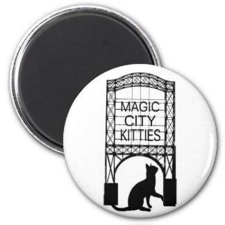 Magischer Stadt-Kätzchen-Magnet Runder Magnet 5,7 Cm