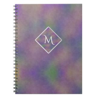Majenta lila Goldinitiale geometrisch Spiral Notizblock