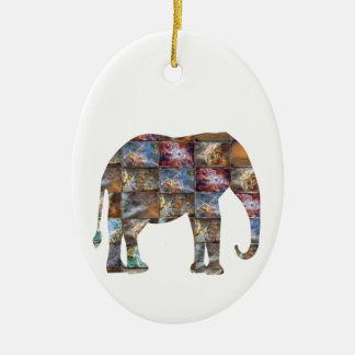 Majestätisches freundliches Tier: Ovales Keramik Ornament