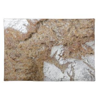 MakroFoto der Oberfläche des braunen Brotes Stofftischset