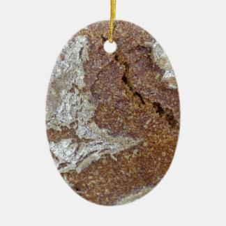 MakroFoto der Oberfläche des braunen Brotes von Keramik Ornament