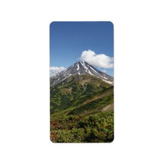 Malerische Sommervulkanlandschaft in Kamchatka Adressaufkleber