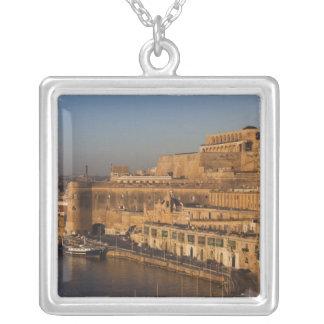 Malta, Valletta, Hafenansicht von niedrigerem Versilberte Kette