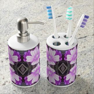 Malvenfarbenes GrundFraktal-Badezimmer-Set der Seifenspender & Zahnbürstenhalter