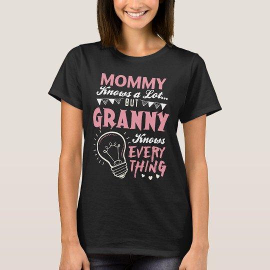 Mama weiß viel, aber Oma weiß alles T-Shirt
