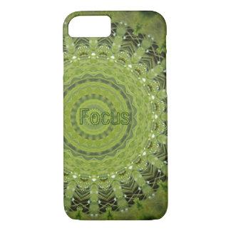 Mandala des grünen Grases mit Fokus iPhone 7 Hülle