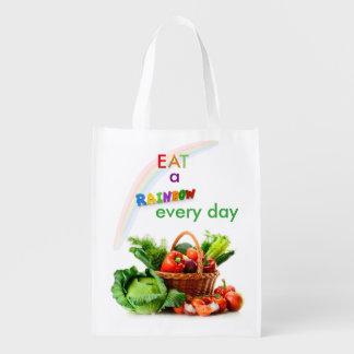 Mangez un sac d'épicerie réutilisable