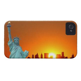 Manhattan-Skyline und das Freiheitsstatue iPhone 4 Case-Mate Hüllen