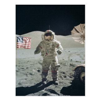 Mann auf der Mondpostkarte Postkarte