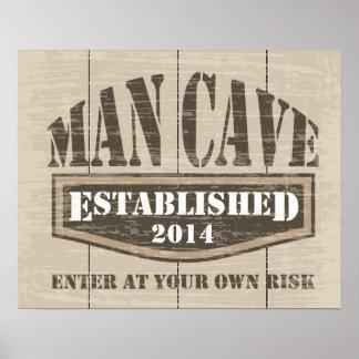 Mann-Höhlen-Plakat - addieren Sie hergestelltes