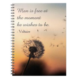 Mann ist freies Voltaire Zitat Notizblock
