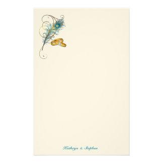 Mariage turquoise de paon avec des alliances d'or papeterie