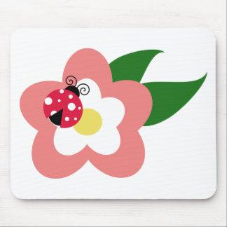 Marienkäfer- und Blumenanimationsillustration Mousepads