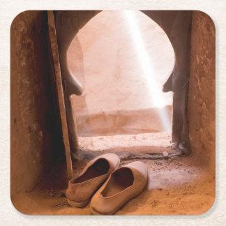 Marokkanische Schuhe am Fenster Rechteckiger Pappuntersetzer