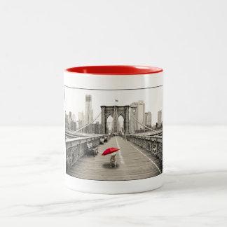 Marty Maus auf der Brooklyn-Brücken-Tasse - Rot Zweifarbige Tasse