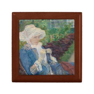 Mary Cassat- Lydia, der im Garten häkelt Kleine Quadratische Schatulle