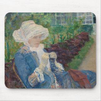 Mary Cassat- Lydia, der im Garten häkelt Mousepads