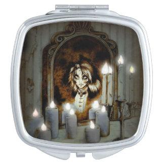 Mary ist im Spiegel-Vertrags-Spiegel Taschenspiegel