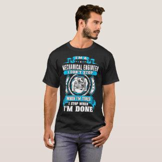 Maschinenbauingenieur-Halt wenn Im getanes T-Shirt