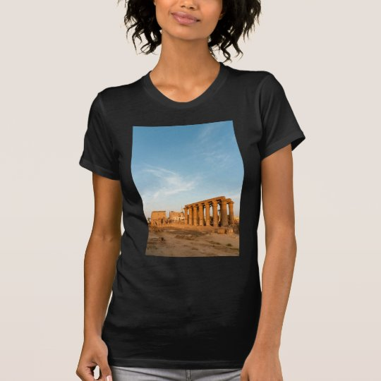 Mast und Kolonnade, der Luxor-Tempel T-Shirt