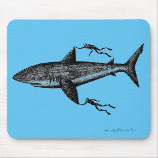Megalodon Haifisch und coole Tinte der Taucher Mauspad
