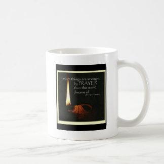 Mehr Sachen sind durch Gebet bearbeitet Kaffeetasse