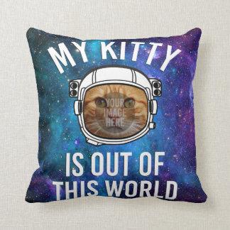 Mein Kitty ist aus dieser Welt (Einsatz-Foto) Kissen