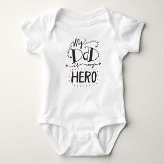Mein Vati ist mein Held Baby Strampler