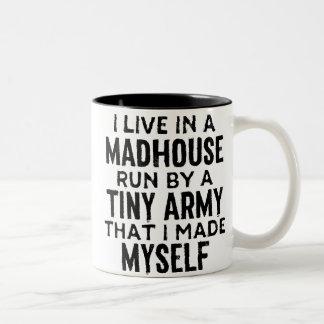 Meine Madhouse-Kaffee-Tasse Zweifarbige Tasse