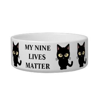 Meine neun Lebens-Angelegenheits-Katze Napf
