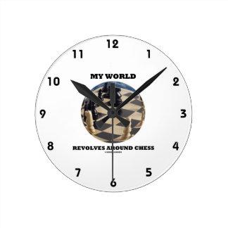 Meine Welt rotiert um Schach (Schach-Kugel) Runde Wanduhr