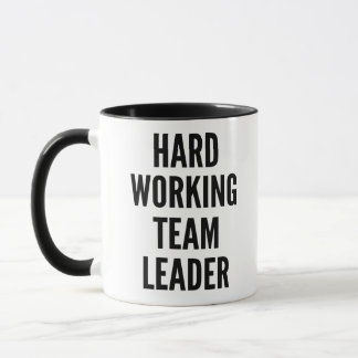 Meneur d'équipe travaillant dur tasse
