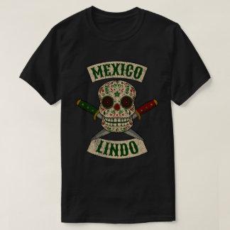 Mexiko Lindo. Mexikanischer Schädel mit den T-Shirt