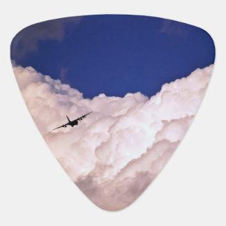 Militär transportiert Flugzeug durch Shirley Plektrum