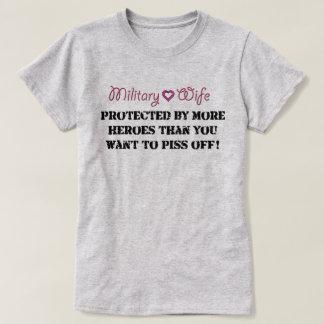 MilitärEhefrau geschützt T-Shirt
