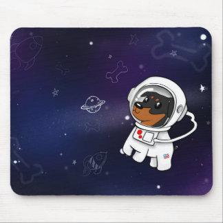 Minimaler Button-Astronaut im Raum Mousepad