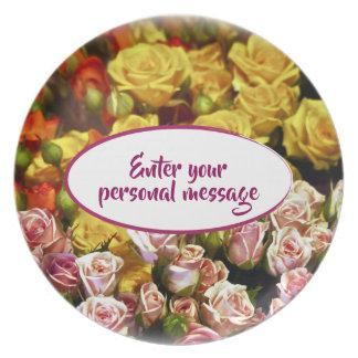 Minispray-Rosen bereit, personalisiert zu sein Teller