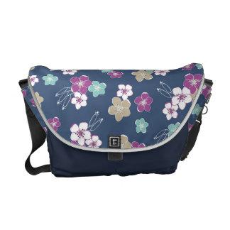 Mint blue et violet hawaiian flowers exotic patter besaces