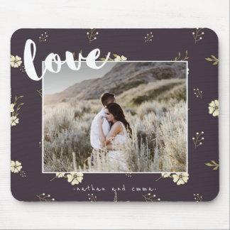 Mit Blumen mit Liebe-Typografie-Foto Mousepad
