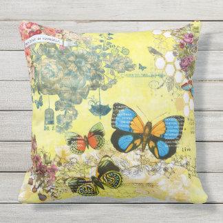 Mit Blumenkissen des gelben Schmetterlinges im Kissen Für Draußen
