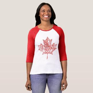 Mit Filigran geschmücktes Ahornblatt T-Shirt