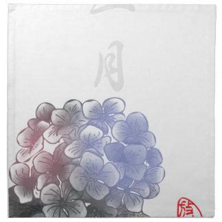 Mit Tinte geschwärzte Blumenblätter eines Jahres - Stoffserviette