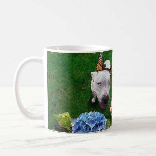 Mitzy das Mariposa (Hund mit Tasse
