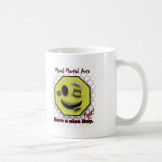 MIXED MARTIAL ARTS Lächeln, hat einen schönen Kaffeetasse