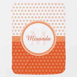 Mod-orange und weiße Polka-Punkte Monogramm und Kinderwagendecke