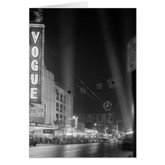 Mode-Theater nachts mit Scheinwerfern Karte