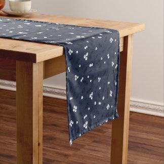Moderne Beeren u. Kiefern-Blau-Muster Kurzer Tischläufer