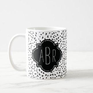Moderne dalmatinische Schwarzweiss-Stellen mit Kaffeetasse